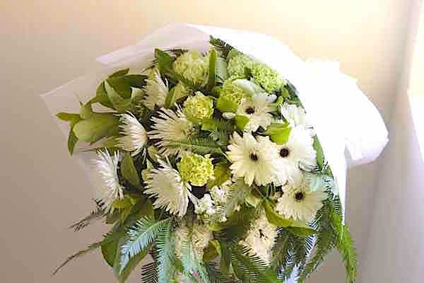 funeral-flowers-sydney-funeral-spray-bouquet