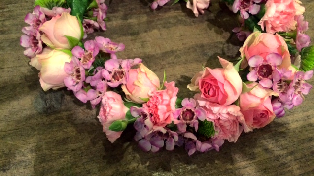 How to make a DIY flower crown